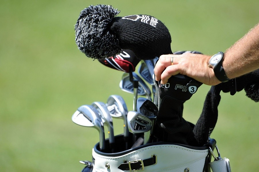 How To Properly Handle Your Golf Bag